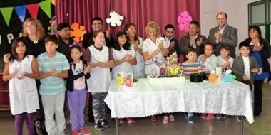 """La Escuela N° 189 """"Maestro Alejandro del Valle"""", del barrio Etchepare, festejó un nuevo cumpleaños."""