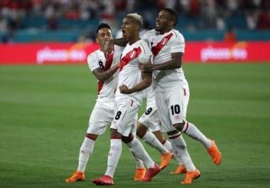 Los goles del combinado incaico los firmaron Carrillo y Flores.