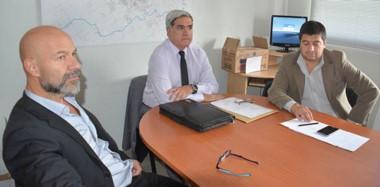 El Procurador Jorge Miquelarena flanqueado por los Fiscales Omar Rodríguez y Alex  Williams