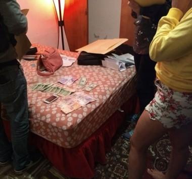 En el lugar, durante el procedimiento, se detectó a cinco mujeres que ejercían la prostitución, tres de ellas extranjeras.