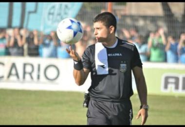 """El árbitro Correa llega a Madryn para dirigir a la """"Banda"""" ante el conjunto puntano."""