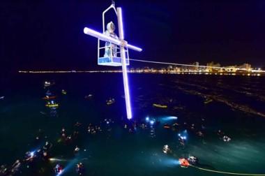 Mañana se reeditará la pasión por Cristo con la realización de la décima quinta edición del vía crucis submarino.