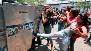 Mueren 68 personas tras un motín en una cárcel de Venezuela.