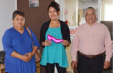 Valentía. Soledad, en el medio, junto con el pastor Víctor Antinao y Ángela Salinas, vecina colaboradora.
