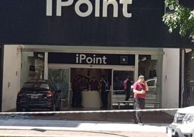 Un herido tras un intento de robo en un local de productos Apple cercano al shopping Alto Palermo.