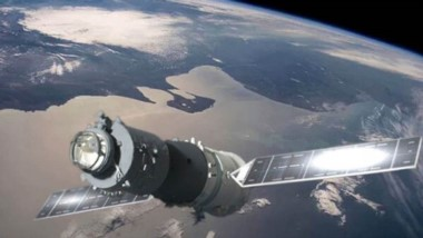 La estación espacial china caerá a tierra este domingo y Chubut está dentro de las posibilidades de impacto. (Fotomontaje)