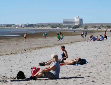 Promociones y eventos atraen a los turistas a Puerto Madryn.