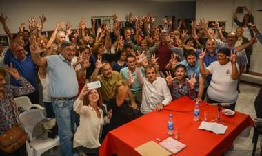 Saludo radical. Ricardo Alfonsín dio una charla a la militancia donde habló del rol que debe cumplir la UCR dentro de la alianza Cambiemos.