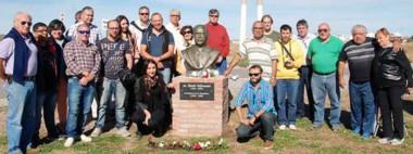 El recuerdo en Puerto Madryn. El busto en homenaje al ex presidente Raúl Ricardo Alfonsín.