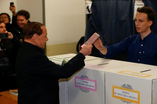 Italia vota entre giro a la derecha y riesgo de parálisis: Berlusconi aparece con ventaja.