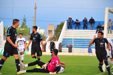 Puig ingresó por el segundo palo y cabeceó de emboquillada para vencer a Perafán. (Foto: Tommy Fotografía)