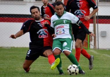 """En un encuentro frenético, el """"Rojinegro"""", en la Villa Deportiva, conquistó la primera victoria del presente campeonato."""