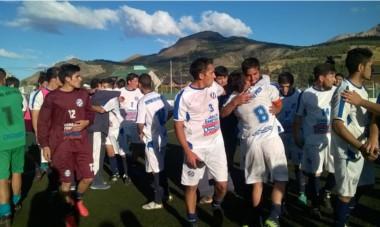Manos en alto y reconocimiento. Deportivo Río Pico fue despedido con aplausos  y  vítores tras una campaña federal histórica.