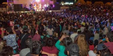Multitud. Una postal de los shows de cierre que todos pudieron disfrutar en el Anfiteatro de Playa Unión.
