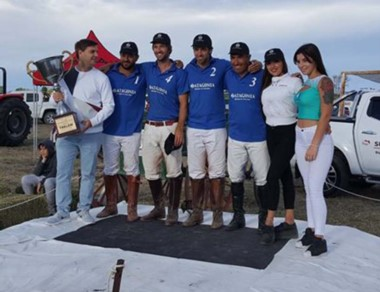"""El equipo Trelew Polo Patagonia Broker alzó la """"Copa Surisan""""."""