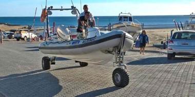 El sistema creador por Kato Makoto permite a la lancha entrar y salir al mar de forma autónoma.