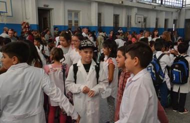 Blancos. En algunos colegios de Trelew pudieron iniciar las clases con normalidad pese al paro anunciado.