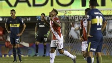 Golpe al líder: Boca jugó mal y cayó ante Argentinos en La Paternal.