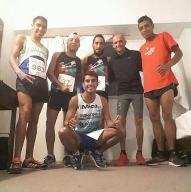 Gerardo Haro y Matías Vivas, entre otros, antes de largar la Corrida.