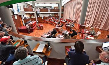 Discusión. Una postal del parlamento chubutense en plena discusión de detalles claves para intentar superar la grave crisis económica.
