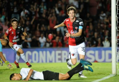 Colón, que actualmente juega la Sudamericana, quiere clasificar al mismo certamen a través de la Superliga.