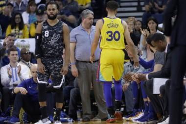Curry sale de la cancha; a los dos minutos se lesionó y no jugará el próximo partido de Golden State.