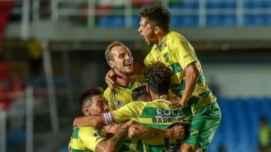 Defensa lo hizo de nuevo. Histórica goleada en Colombia 3-0 a América de Cali para dar vuelta la serie y avanzar en la Copa Sudamericana.