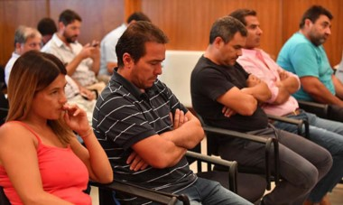 Desde la izquierda, Natalia Mac Leod, Diego Correa, Sandro Figueroa, Diego Lüters y Juan Carlos Ramón, cinco de los seis detenidos en la causa.