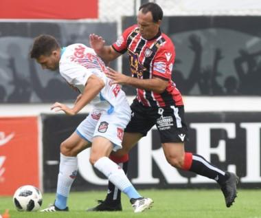 Chacarita y Arsenal igualaron 2 a 2. Ambos van camino a bajar a la B Nacional y hoy se puede decretar el descenso del equipo de Sarandí.
