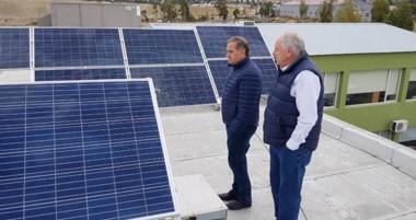 Comodoro Conocimiento instaló paneles solares.  Se trata del primer edificio público en la Patagonia.