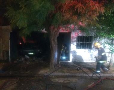 En este casa de Olavarría un hombre asesinó a su mujer y a sus hijos de 8 y 11 años a balazos, y generó una explosión para simular un incendio.