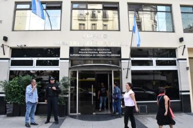 En el marco del allanamiento, detuvieron al Subcomisario Gustavo Alberto Russo y el Principal Cristian Javier Cóceres.