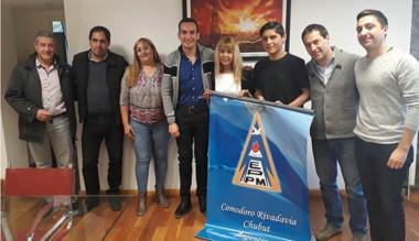 Ariel Quediman y  Lautaro  Basualdo recibieron materiales solicitados.