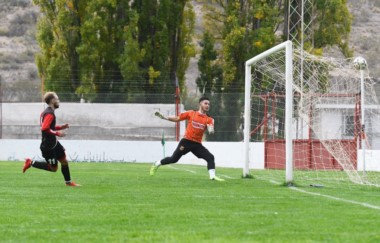Mariano Fernández decreta la victoria de Gaiman FC ante Mar-Che.