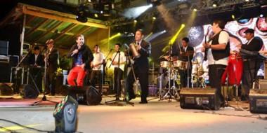 """El Telebingo Extraordinario en El Maitén cerrará con la presentación de la banda de música """"Tu Mambo""""."""