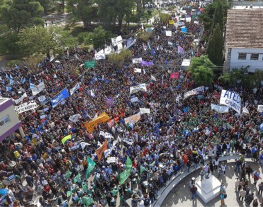 Protesta. Los empleados públicos siguen reclamando por el fin del pago escalonado de los salarios.