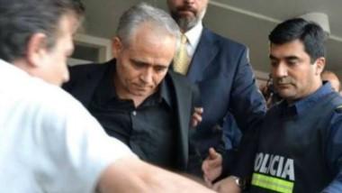 El cura Illaraz, conducido por la policía. (foto gentileza Elentrerios.com)