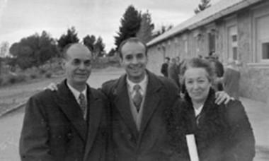 El físico Antonio Gentile (centro), egresado del Instituto Balseiro y dado por desaparecido en la dictadura, se constató en marzo último que el científico de 85 años vive en Estados Unidos.