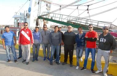 Protesta. Los trabajadores marítimos quieren que el buque sea reparado y regrese al trabajo pesquero.