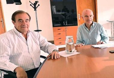 El ministro de Economía, Alejandro Garzonio (der), junto con el subsecretario de Coordinación Financiera, Luis Tarrío (izq).