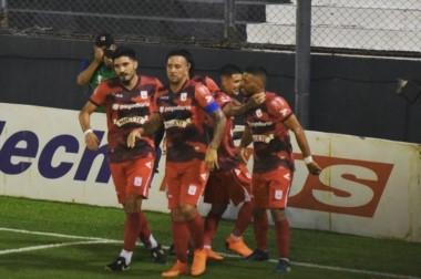 Deportivo Morón venció 1 a 0 a Sarmiento, sumando de a tres por primera vez en el año.