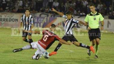 Central Córdoba tenía la victoria pero no lo aguantó y empató 1-1 con Gimnasia de Mendoza. (Foto: El Litoral).