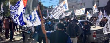 Los trabajadores de la Cooperativa de Comodoro Rivadavia en la movilización por las calles petroleras.