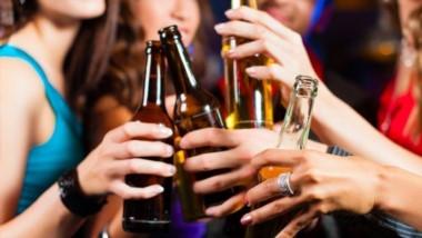 En determinado momento alguien del grupo le habría acercado a la adolescente una botella de cerveza que habría contenido otra bebida, probablemente vodka mezclado con algún jugo.