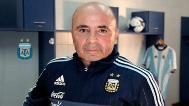Jorge Sampaoli llamó a la radio y pidió un tema de La Renga, camino a la reunión con Pavón.