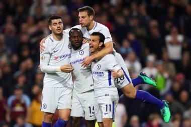 Chelsea derrotó 2-1 a Burnley como visitante y se afianza en puestos de clasificación a la Europa League.