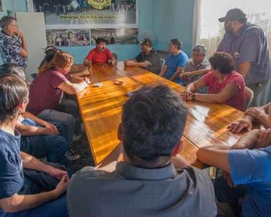 Tensa asamblea. Ayer el sindicato se reunió con los 12 despedidos.