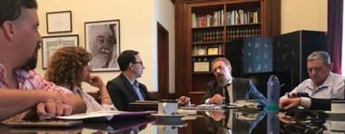 Preocupación. Los funcionarios discuten en Capital Federal estrategias para que la Escuela siga abierta.