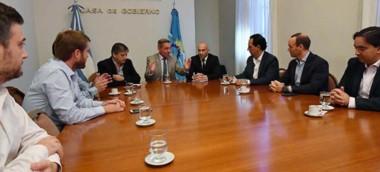 Ayer el gobernador y parte de su gabinete reunidos con representantes de las operadoras petroleras.