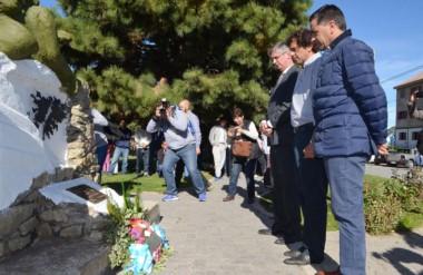 Contemplación. En la cordillera también hubo recuerdos emocionados para los muertos en las islas.
